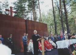 06-09.2000 r. - otwarcie i poświęcenie Polskich Cmentarzy Wojennych-15