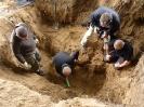 22.08.2011 r. - Góra Strękowa, ostatni etap ekshumacji-16